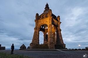 Hoch über Porta Westfalica, das Kaiser-Wilhelm-Denkmal